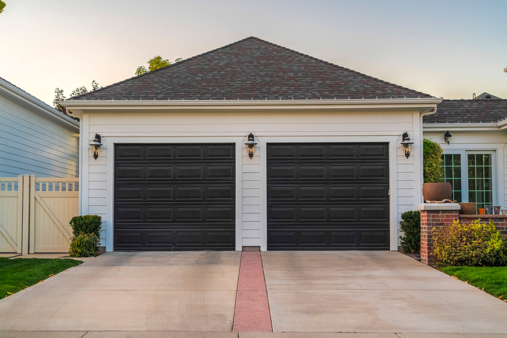 Double,Garage,With,Short,Driveway,In,Day